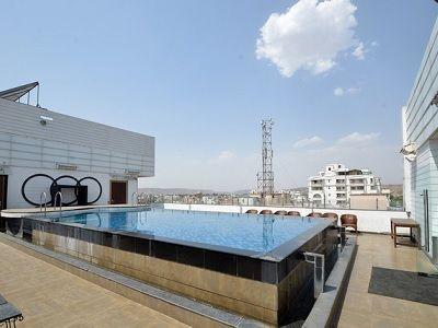 Mango Hotel Jaipur pool